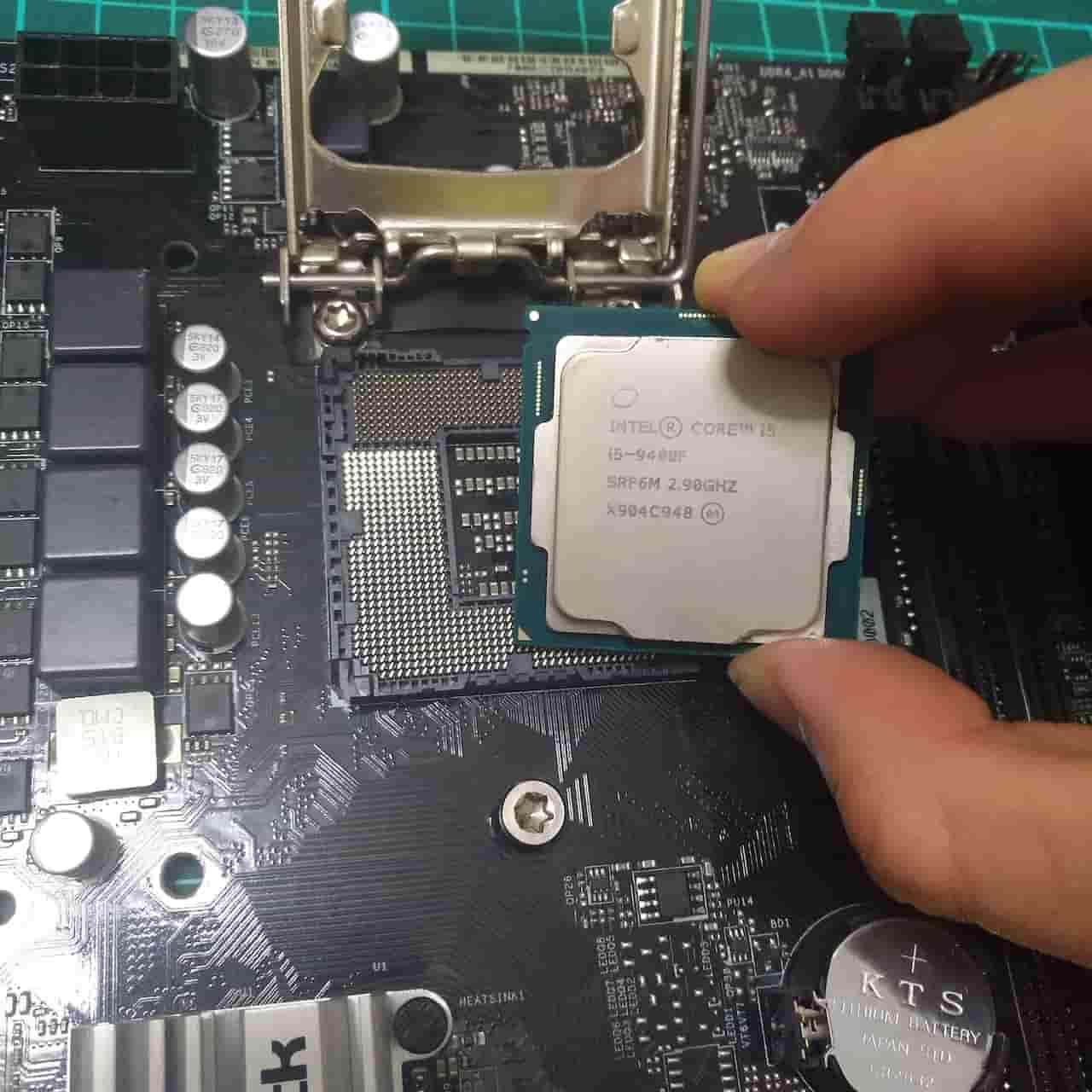 CPUを取り付ける3