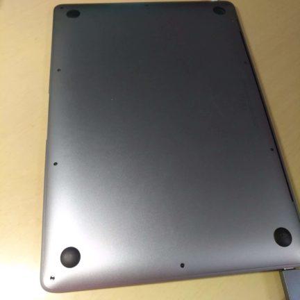 macbookは底面から排熱できない